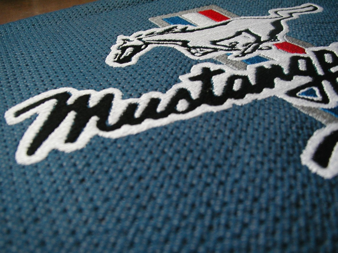 Broderie Logo Mustang pour club Francais
